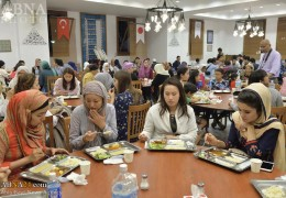 Photos: Japanese Muslims attend in Iftar banquet in Ramadan